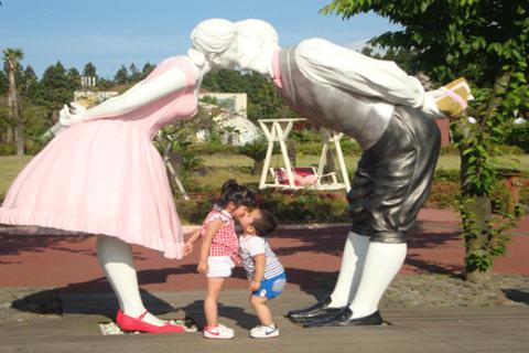 """Đỏ mặt với những pho tượng """"sex"""" tại công viên tình yêu xứ Hàn"""