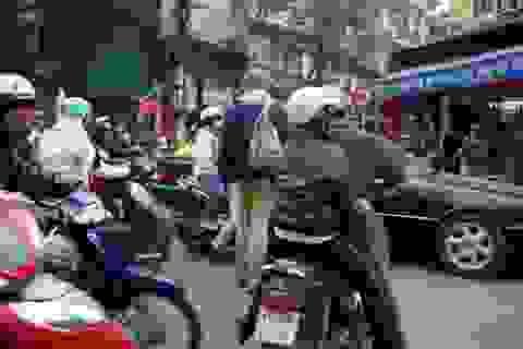 """Khách Tây và chuyện """"sang đường"""" ở Việt Nam"""