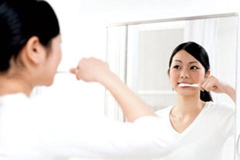 Đánh răng có thể phòng bệnh Alzheimer