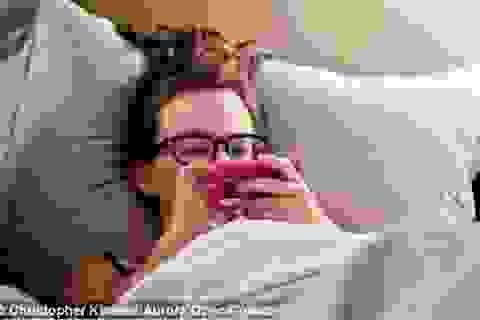 """Xu hướng """"nghiện"""" sử dụng Internet trên giường ngủ"""