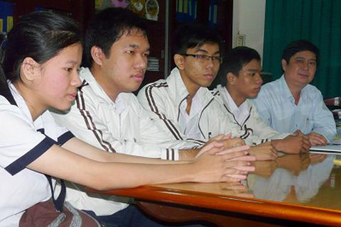5 thủ khoa học cùng một lớp