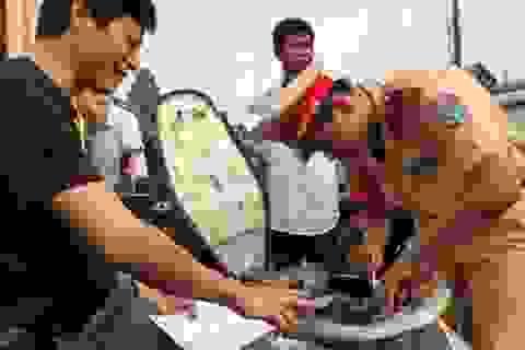 Công an Hà Nội xuống xã sang tên đổi chủ xe cho người dân