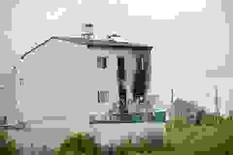 Khách sạn bùng cháy sau 2 tiếng nổ lớn