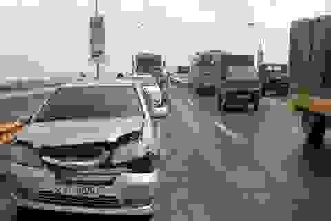 Hà Nội: Tai nạn liên hoàn trên cầu Thăng Long