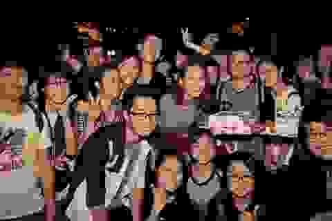 """Chi Pu hạnh phúc với quà """"độc"""" của fan tại Chung kết Bước nhảy Hoàn vũ"""