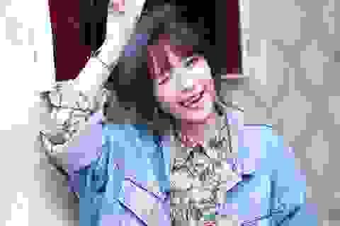 """Chi Pu nắm tay Gil Lê hát """"My Everything""""  trong ngày sinh nhật muộn"""