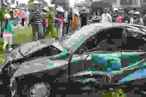 Cả nhà thoát chết may mắn trong vụ tai nạn đầy kịch tính