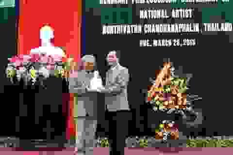 ĐH Huế phong tặng Giáo sư danh dự cho nghệ sĩ Thái Lan