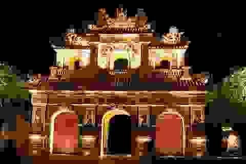 Ngắm cổng thành Huế xưa đẹp rực rỡ trong đêm