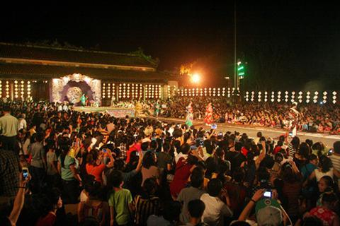 Festival Huế thu hút gần 10 vạn du khách từ hơn 100 quốc gia