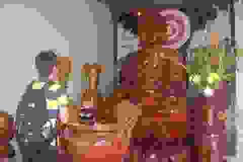 Tượng Phật bằng gốc cây gõ lớn nhất Việt Nam