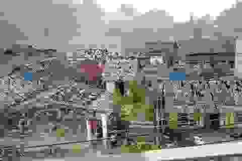 """Hàng ngàn ngôi nhà bị mưa đá """"bắn"""" thủng mái"""