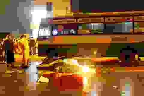 Xe máy đối đầu xe buýt, 3 thanh niên tử vong