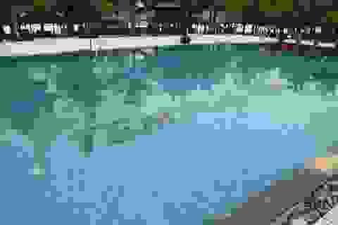 Một sinh viên chết đuối trong bể bơi nhà hàng