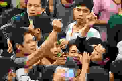 Những nắm đấm cuồng nộ trong lễ hội cướp phết Hiền Quan