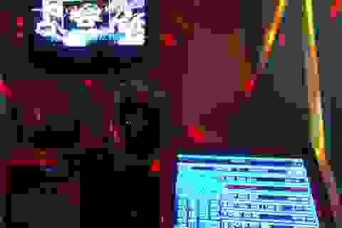 """""""Bà hỏa"""" rình rập ở các quán karaoke"""