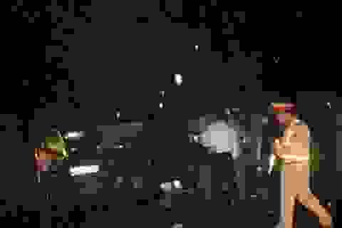 """3 người chết trong vụ xe khách """"đấu đầu"""" xe con"""