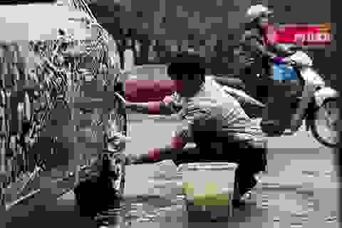 Cắt tóc, rửa xe, đánh giày hốt bạc ngày cuối năm