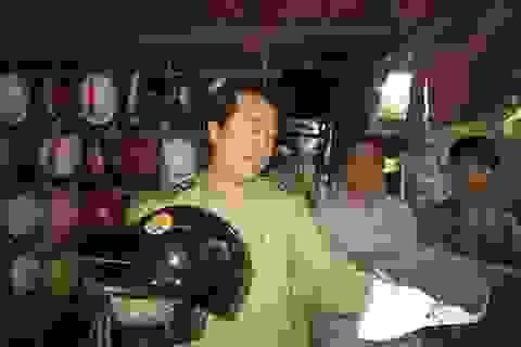 Hà Nội: 70% mũ bảo hiểm không có chức năng… bảo hiểm!