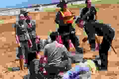 Vụ máy bay cháy ở Mỹ: Những nữ tiếp viên quả cảm