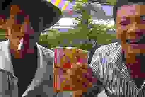 Người Việt xuất ngoại qua Campuchia… bán vé số