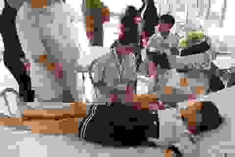 7 học sinh tiểu học nhập viện sau khi uống thuốc tẩy giun