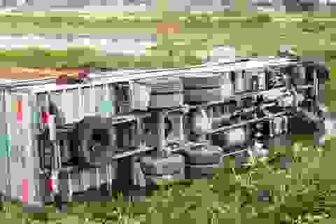 Vượt ẩu, xe tải tông chết người đi bộ qua đường