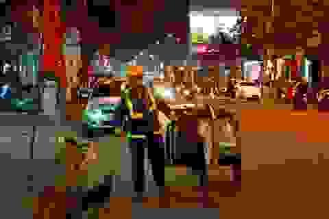 Những người quét rác đêm 30 Tết