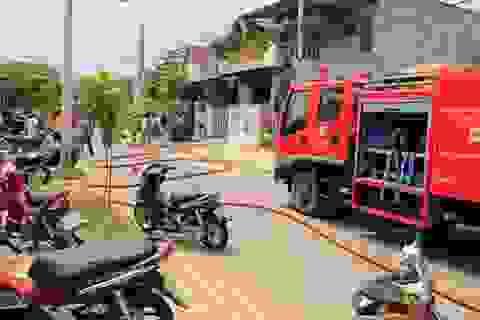 Nhà cháy sau một tiếng nổ lớn, hai vợ chồng bỏng nặng