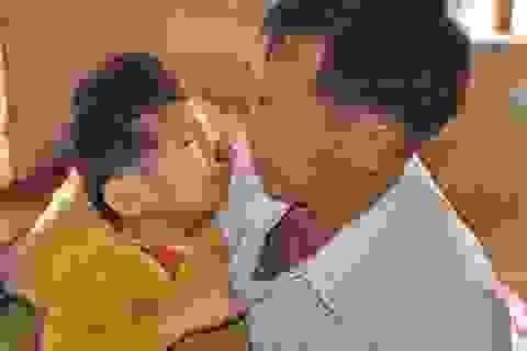 Khi những người cha... bật khóc