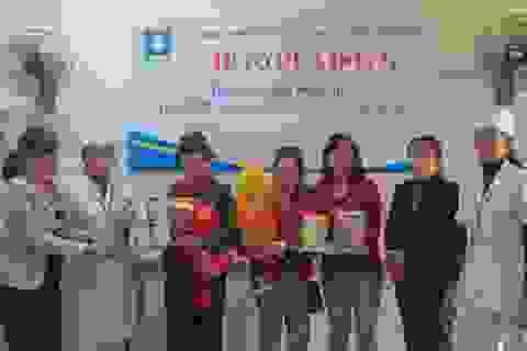 Những hộp sữa quý giá đã đến với các em bé có bố mẹ bị phơi nhiễm HIV