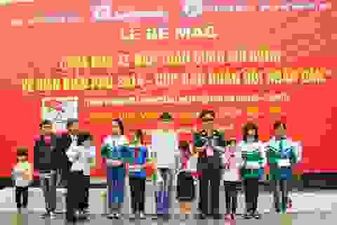 Trao 60 suất học bổng đến con em cán bộ, chiến sĩ tỉnh Điện Biên