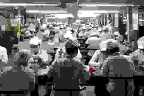 Cả ngàn cử nhân làm công nhân tại một doanh nghiệp