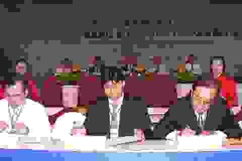 Vietcombank ký kết hai dự án với trị giá gần 120 tỷ đồng tại MDEC Vĩnh Long 2013
