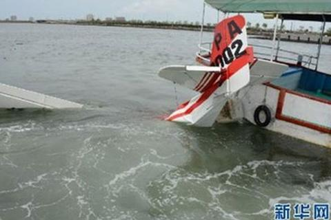 Máy bay đâm đầu xuống vịnh, toàn bộ tổ lái thiệt mạng