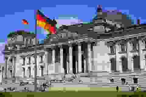 Văn phòng quốc hội Đức bị ném bom xăng