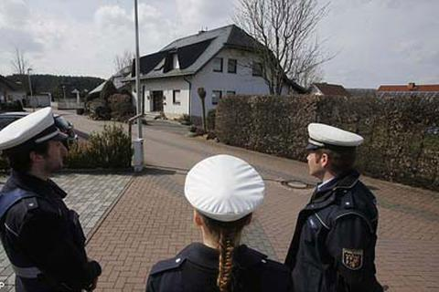 Đức khám xét nơi ở của cơ phó máy bay gặp nạn