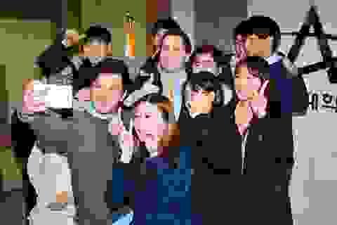 """Đại sứ Mỹ tại Hàn Quốc được mời ăn thịt chó """"giải đen"""""""