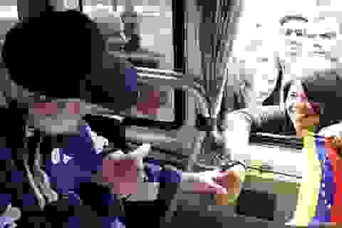 """Lãnh tụ Cuba tái xuất hiện """"tràn đầy sinh lực"""""""