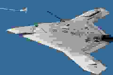 Máy bay không người lái của Mỹ lần đầu tiên tiếp liệu trên không