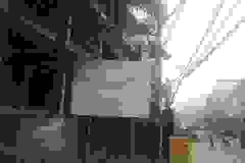 """Hà Nội: Công trình đồ sộ """"xâm lấn"""" chỉ giới đường đỏ ở phường Phương Liệt?"""