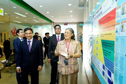 Công chúa Thái Lan Maha Chakri Sirindhorn thăm nhà máy Unilever Việt Nam