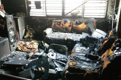Cả gia đình 5 người mắc kẹt trong đám cháy lớn