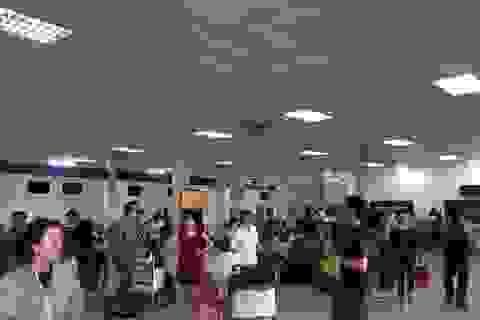Sân bay Cát Bi bất ngờ đóng cửa, hàng trăm người nhốn nháo