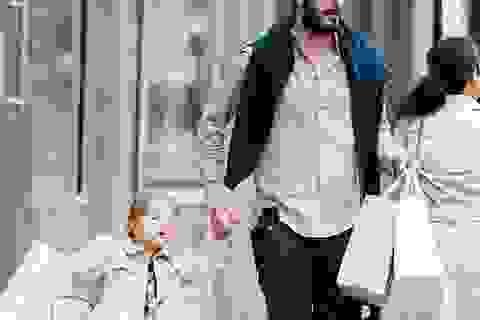 David Beckham vui vẻ đưa con gái cưng đi mua sắm