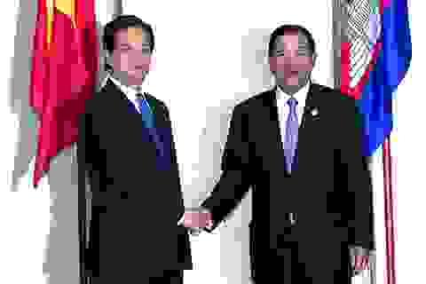 Thủ tướng Nguyễn Tấn Dũng gặp Thủ tướng Campuchia tại Lào