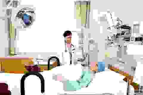 Thủ tướng: Gỡ rào cản với y tế tư nhân để giảm quá tải bệnh viện