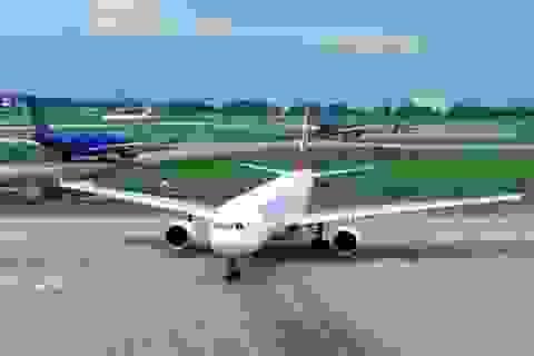 """Sân bay Tân Sơn Nhất """"lặc lè"""" chờ chi viện"""
