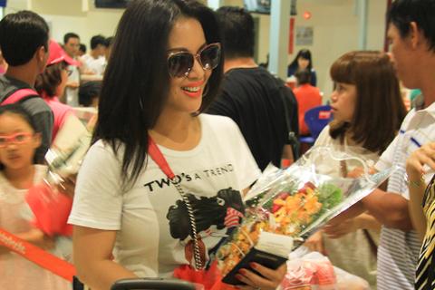 Tỷ phú Chính Chu đưa gia đình về Việt Nam du lịch