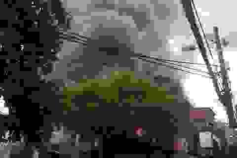 Hà Nội: Cháy lớn tại kho chứa phụ tùng ô tô